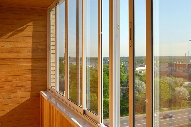 Остекление и отделка балконов и лоджий в Омске